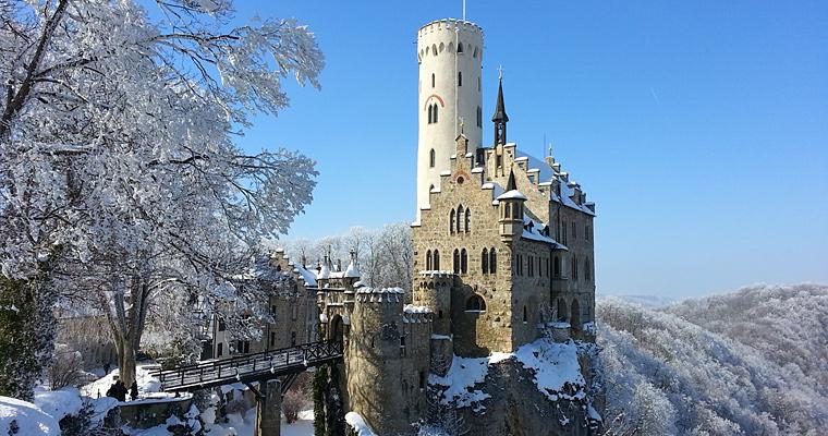 Замок Лихтенштейн и он находится недалеко от Штутгарта
