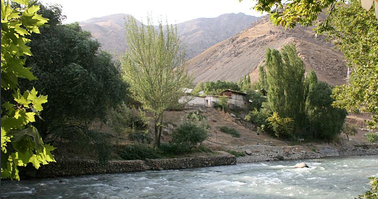 Река Варзоб к северу от Душанбе, Таджикистан