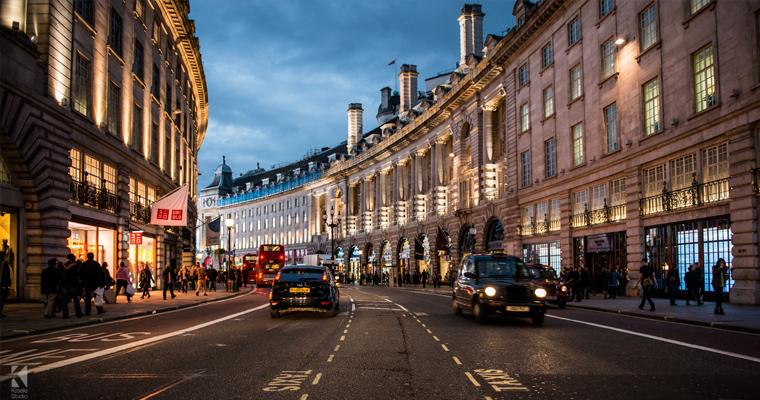 Риджент-стрит ночью, Лондон, Англия