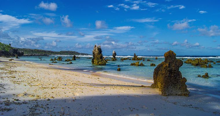 Скалы на пляже, Науру