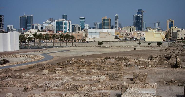 Руины на переднем плане были построены во времена Александра Македонского