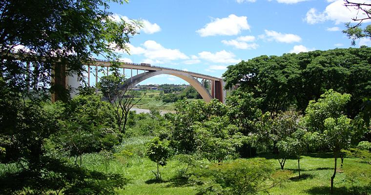 Мост дружбы между Парагваем и Бразилией