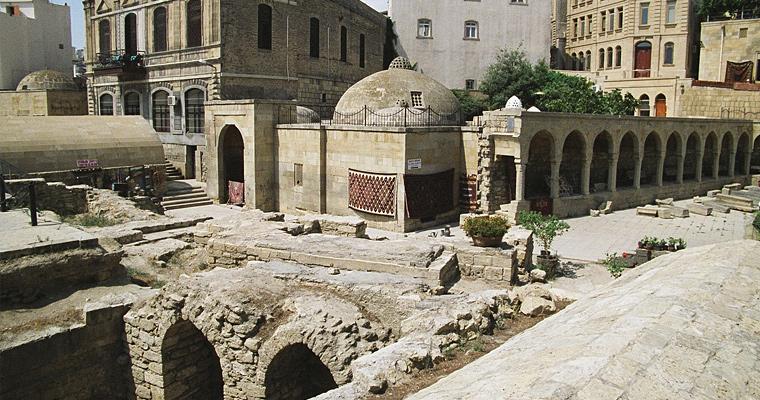 Баку, раскопки возле Девичьий башни.