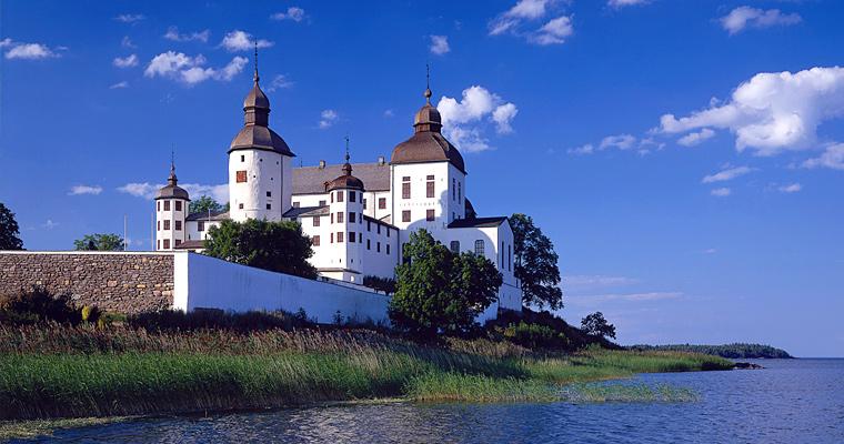 Замок Лако на озере Ванер, Швеция