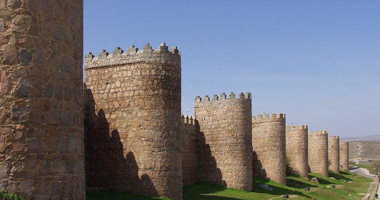 Замок Авила, Испания