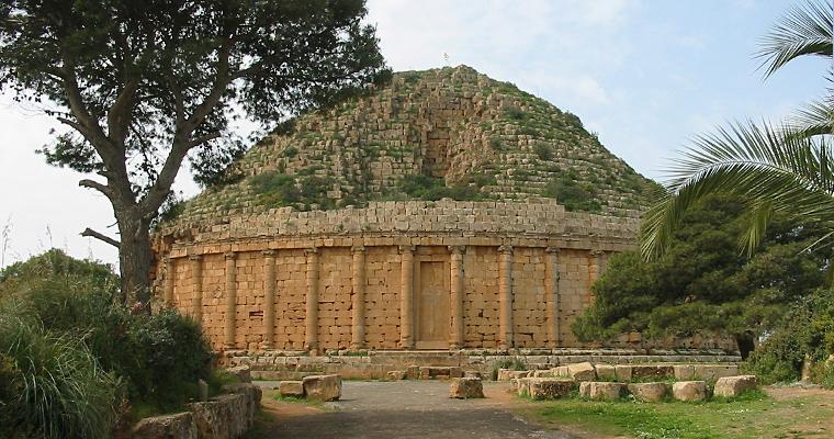 Могила мавританского короля Джубба, Tipaza, Алжир