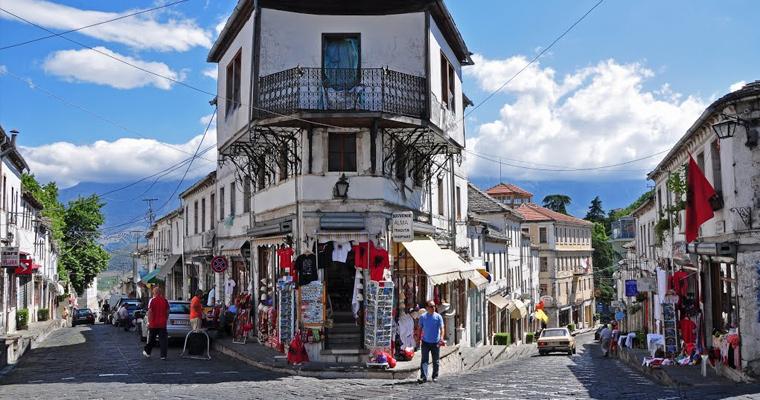 Гирокастра, город всемирного наследия в горах на юге Албании