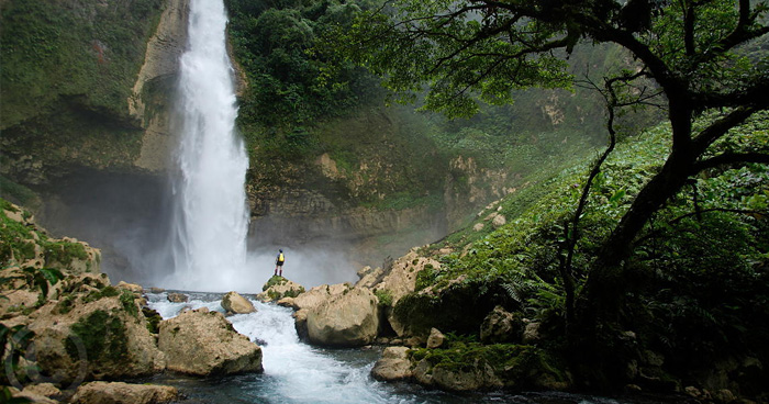 Река из пещеры Ора, Папуа - Новая Гвинея