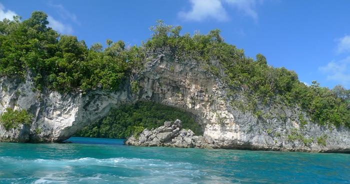 Известняковый остров с аркой, Палау