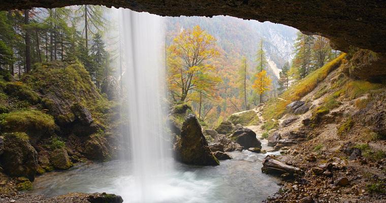 Водопад Pericnik в национальном парке Триглав в Словении