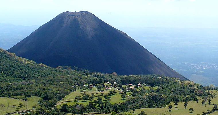 Вид вулкана Izalco, Сальвадор