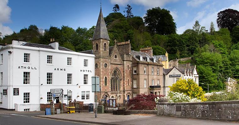 Небольшой город Dunkeld в Strathtay, Перт и Кинросс, Шотландия