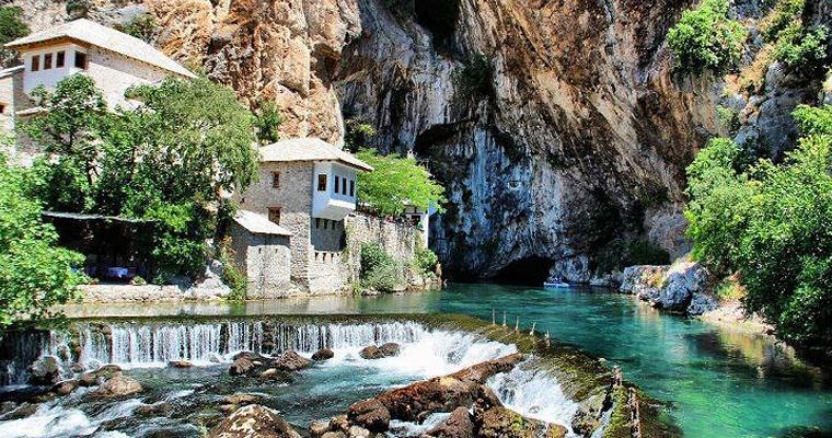 Река Неретва, которая проходит через город Коница