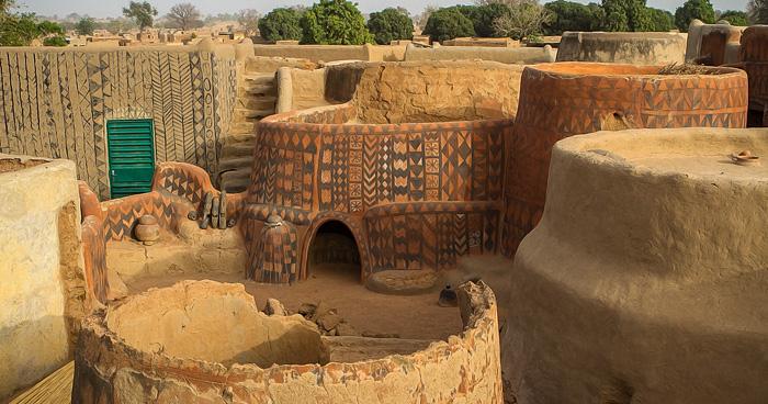 Окрашеная деревня в Буркина-Фасо