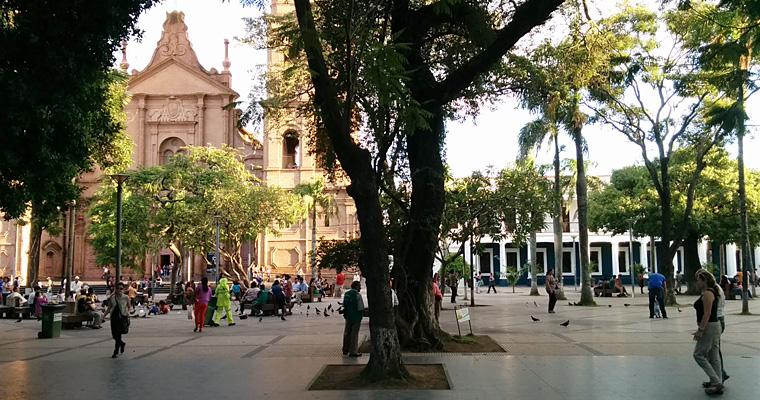 Улица Санта-Крус-де-ла-Сьерра, Боливия