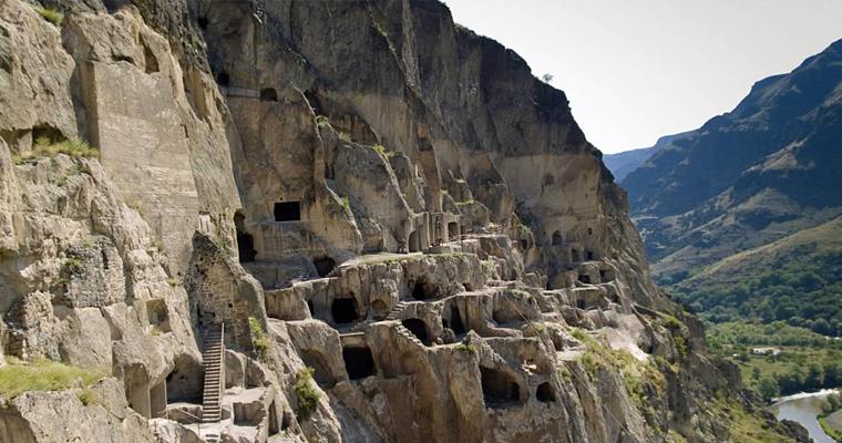 Древний пещерный город Вардзия