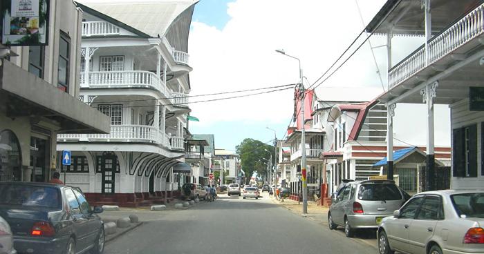 Улица в Парамарибо, Суринам