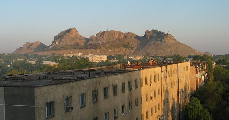 Вид на горы из города Ош, Киргизия