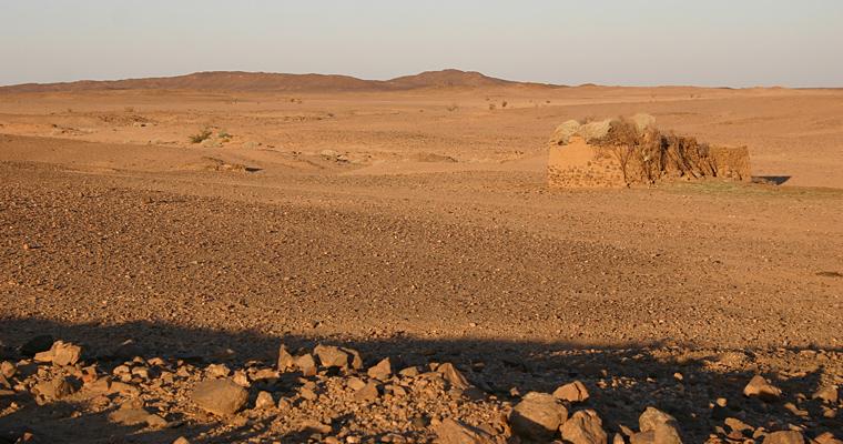 Пустынный ландшафт возле al-Widay, Судан