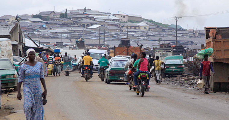 Улица в Абуджа, Нигерия