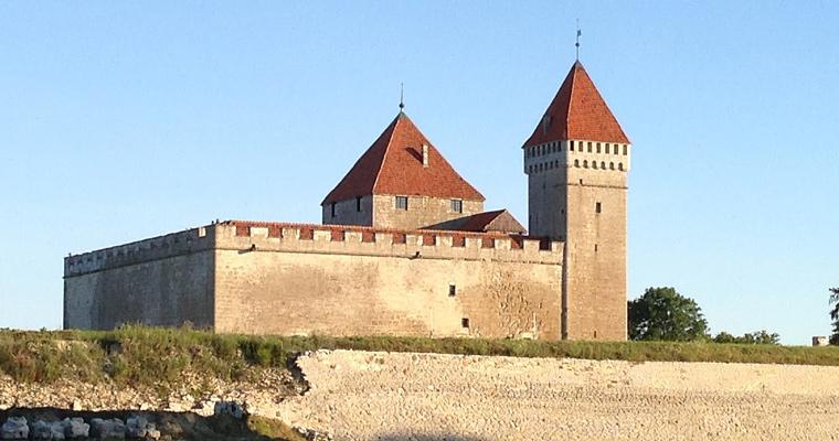 Замок Курессааре, Латвия