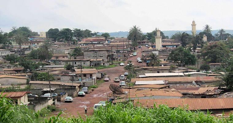 Moanda, Габон