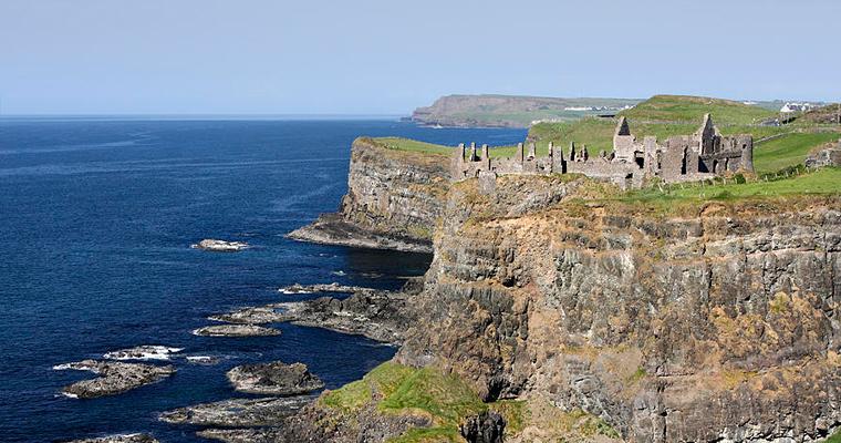 Руины замока Dunluce, Северная Ирландия