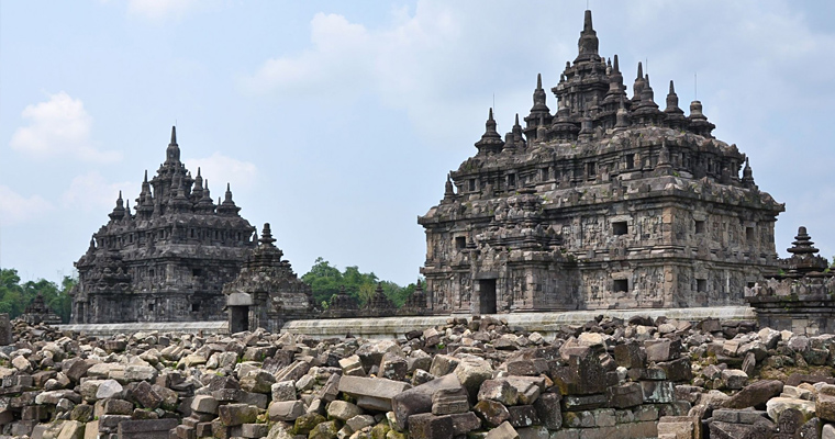 Прамбанан — крупнейший индуистский храм в Индонезии