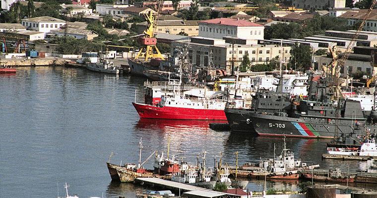 Корабли в гавани, Баку, Азербайджан.