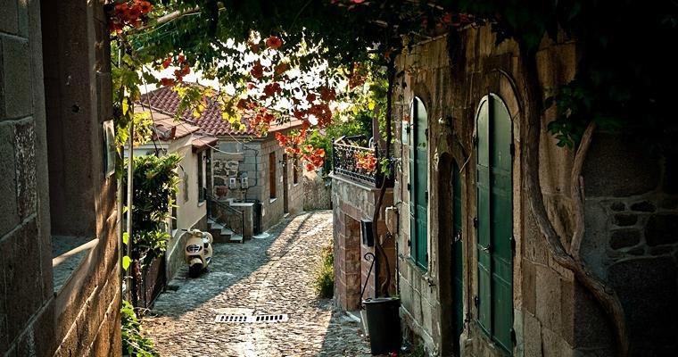 Старая улица в Провансе, Франция