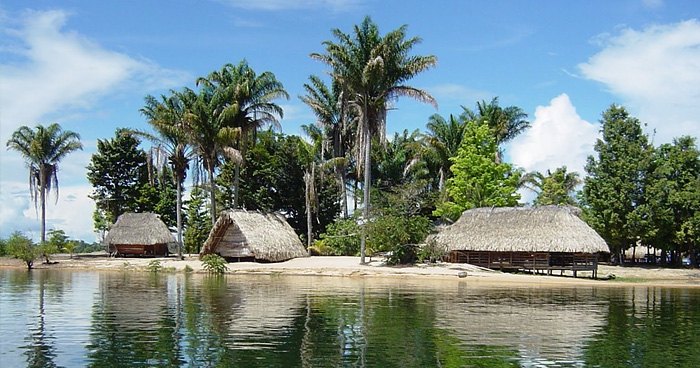 Курорт на озере Brokopondo, Суринам