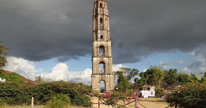 Руины колокольни возле Биссоре, Гвинея-Бисау