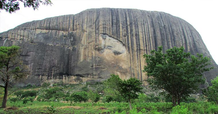 Скала Зума, высота 725 метров, Нигерия