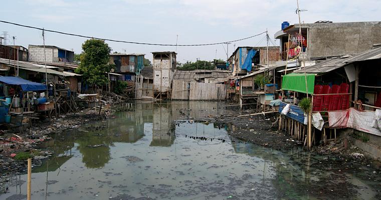 Трущебы в Джакарте, Индонезия