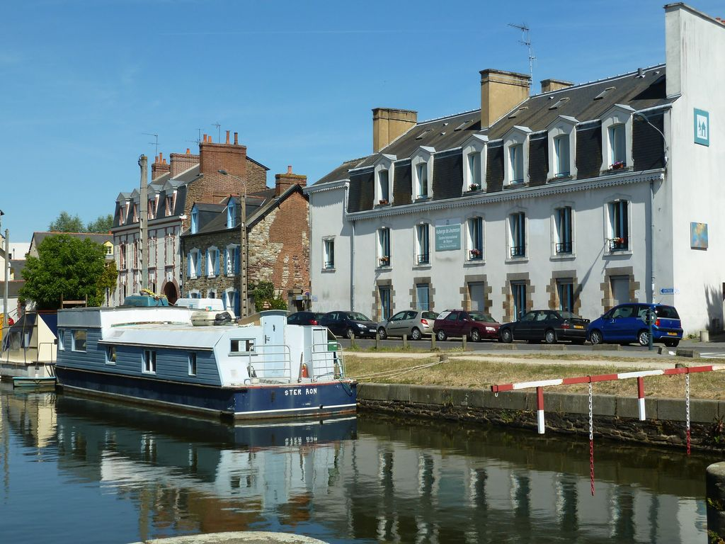 International youth hostel по адресу 10-12 Canal St Martin35000 RENNES
