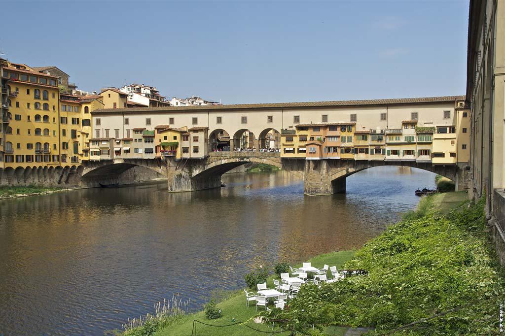 Понте-Веккьо — знаменитый мост во Флоренции