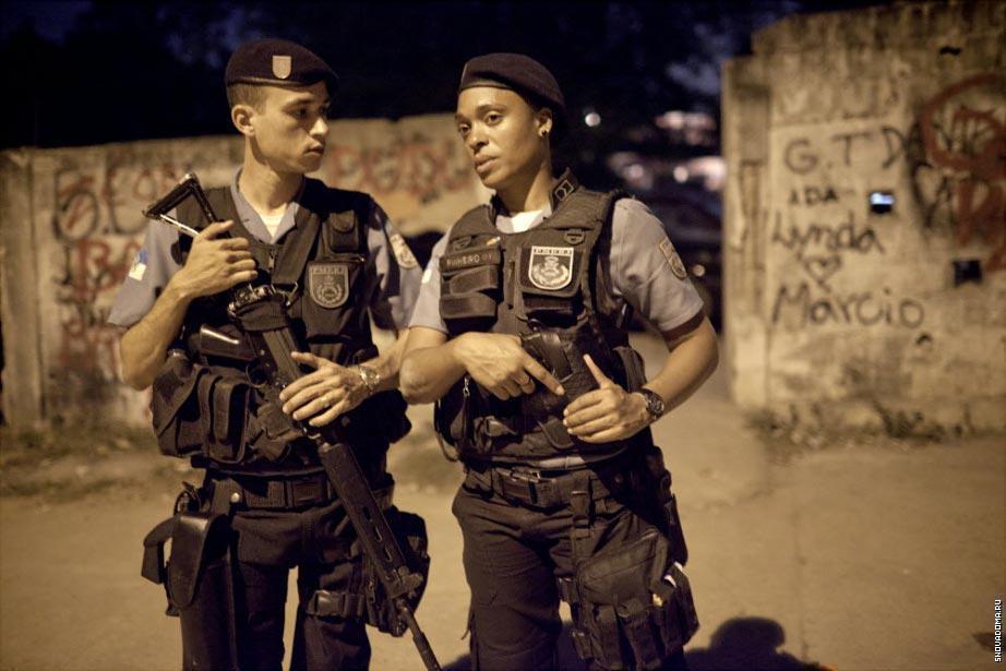 Патрулирование Complexo do Caju.