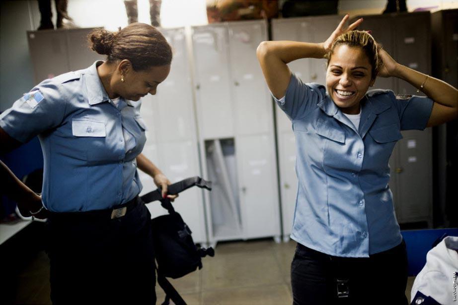 Даниэль Дэвино и Элейн Соарес Консейо, сотрудники Полиции.