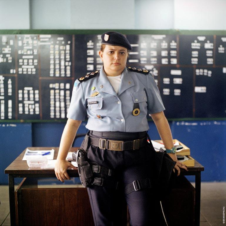 Майор Алессандра Карвалес, командующий полиции в Complexo do Caju.