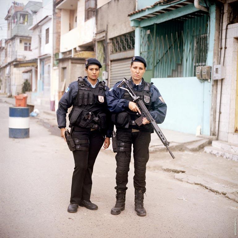 Патрульные Дилма Карвалью, 32года и Карла Бонн, 33 года (справа)