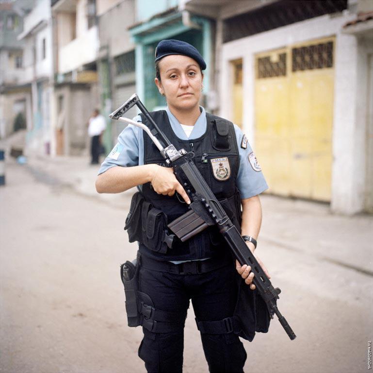 Патрульный полицейский Лючиана Монтанари, 32 года
