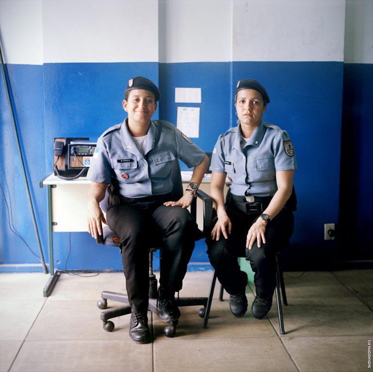 Полицейские Марсело Гомес, 29 лет, (слева) и Ана Каролина Браз, 32 года, (справа), администрация Полиции