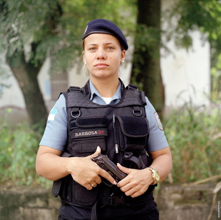 Полицейский Мариане Барбоза