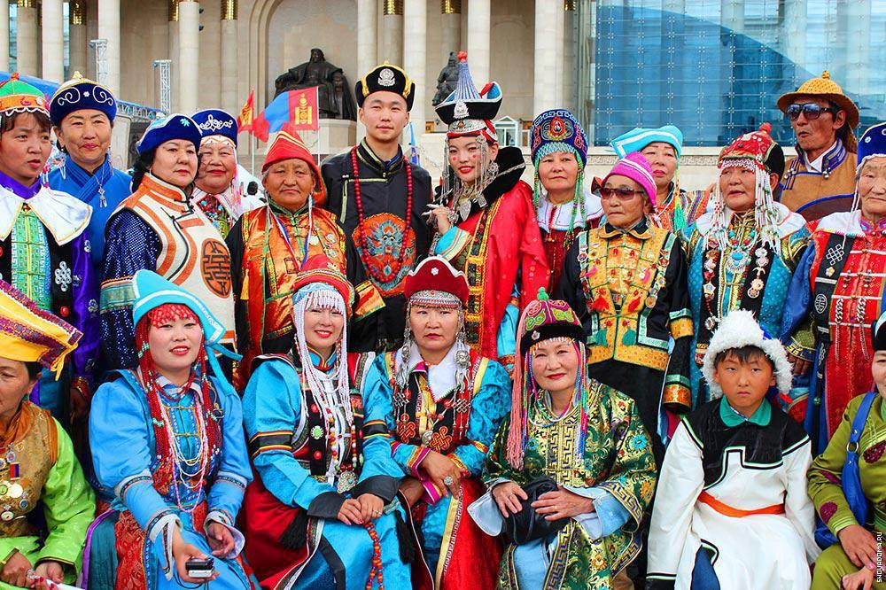 Первоначально монгольские народы отмечали новогодний праздник