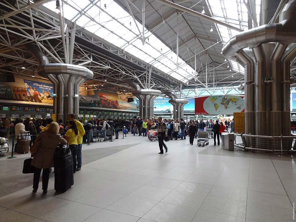 Внутри лиссабонского аэропорта Портела