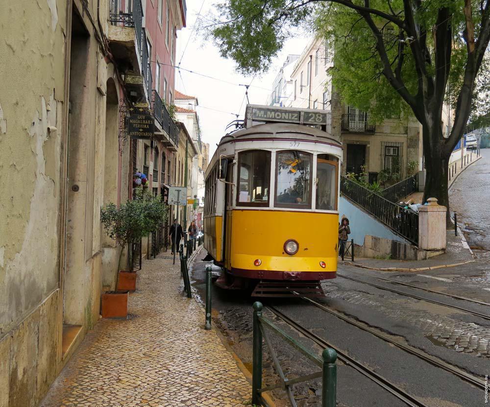 Трамвай на маршруте № 28