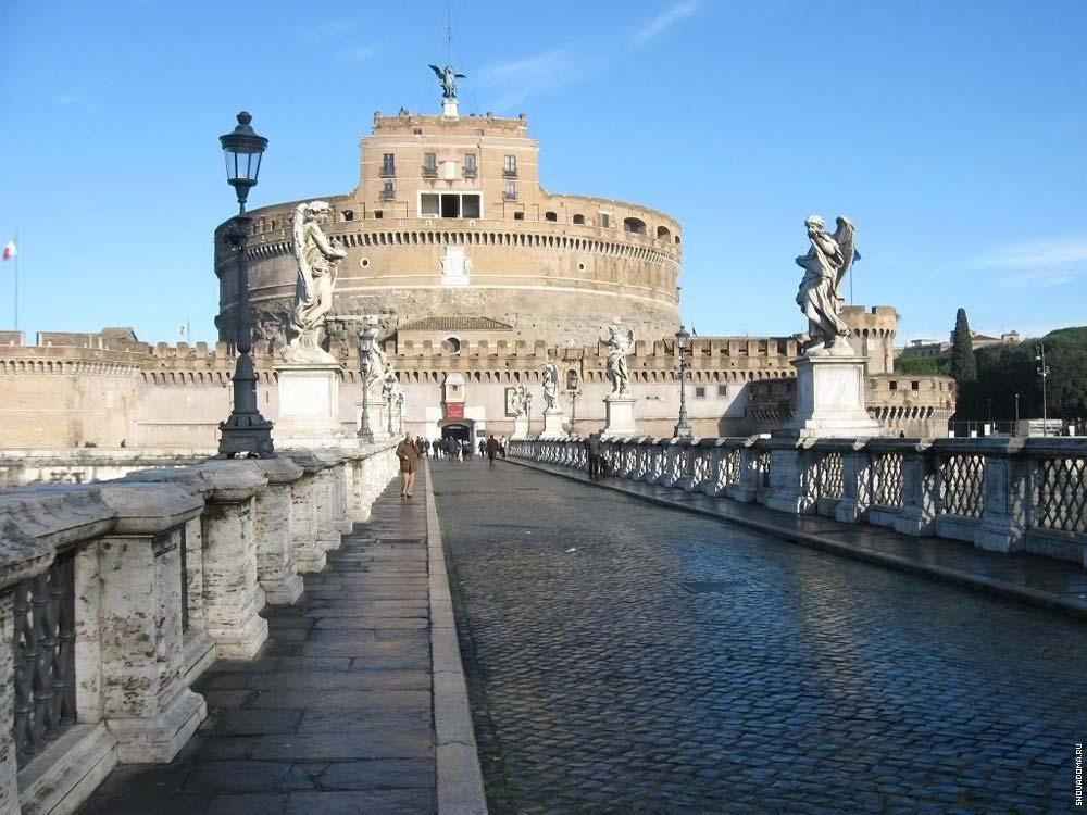 На Кастель Сант-Анджело появился на крыше замка Ангел, чтобы объявить о прекращении чумы