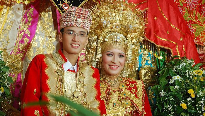 Национальные костюмы Таиланда на кролевской семье