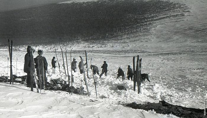 """Вот тут хорошо видно, что снег """"уцепился"""" только в районе палатки и выше. Ниже палатки в 50-100 метрах и до самого низа - гора практически голая."""